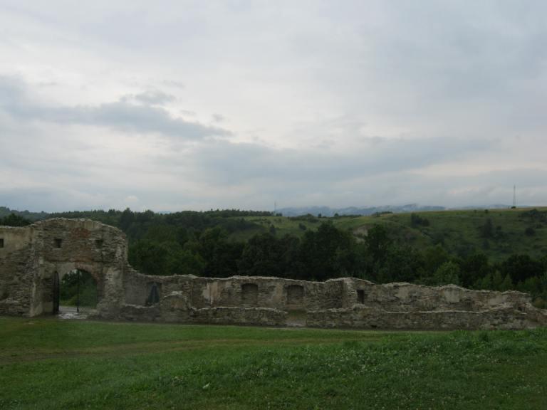 Brama i mury klasztoru